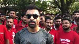 Ajaz Khan SLAMS #Zomato! for Not giving wages to the workers [Video]