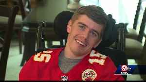 Friends asking for help to get an Independence Chiefs fan with a rare, fatal disease to a game [Video]