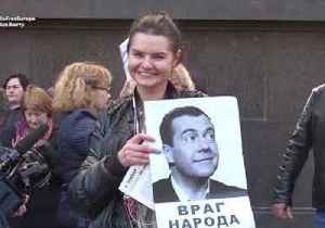 News video: Protest Outside Duma As Russian Lawmakers Vote On Retirement Age Hike