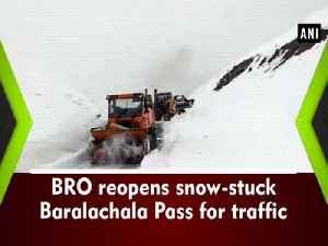 BRO reopens snow-stuck Baralachala Pass for traffic [Video]