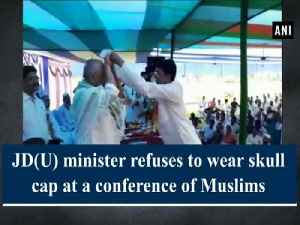 JD(U) minister refuses to wear skull cap at a conference of Muslims [Video]