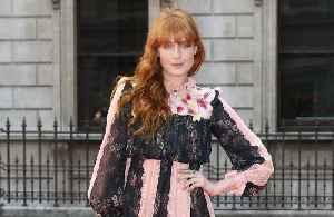 Ditching booze helped Florence Welch write new music [Video]