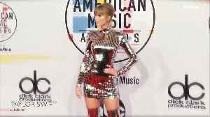Every Head-Turning Look from the American Music Awards Red Carpet [Video]