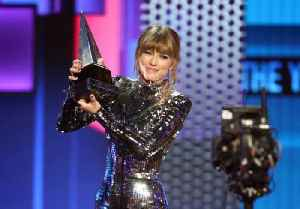 Taylor Swift Sets New American Music Awards Record for Women [Video]