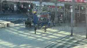 Armed police diffuse hostage situation at Cologne train station [Video]