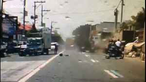 Shocking moment lorry smashes into cars after brakes fail [Video]