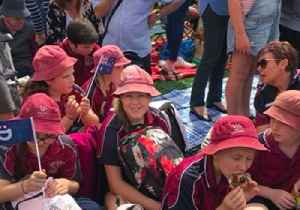 Excited Crowds Await Prince Harry and Meghan in Dubbo [Video]