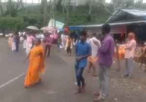 Protesters Clash With Journalists Covering Sabarimala Temple Row [Video]