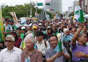 Thousands Rally in Taiwan to Demand Referendum on Independence From China [Video]