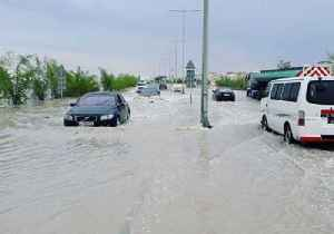 Cars Plow Through Flooded Streets in Greater Doha [Video]