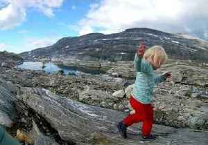 Intrepid 3-Year-Old Explores Norwegian Mountains With Dad [Video]