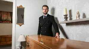 Youngest funeral director says age is no barrier to him doing his job – and even met girlfriend through his role� [Video]