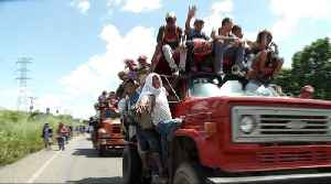 Mexicans rally to migrant caravan, offering aid and support [Video]