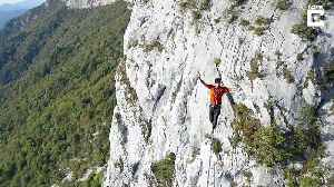Daring slackliner crosses line high above French alps completely blindfolded [Video]