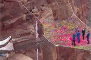 Love is in the Air: A Wedding Suspended 400 Feet Above a Canyon [Video]