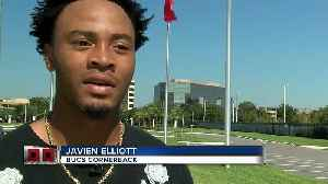 Bucs player Javien Elliott from Panama City volunteers time for Hurricane victims [Video]