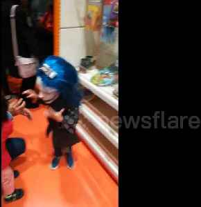 Toddler gets terrified by sight of her Halloween mask-clad older sister [Video]
