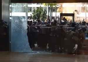 Protesters in Jakarta Smash Window at Ride-Hail App's Office [Video]