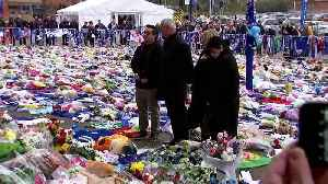 Ranieri pays tribute to Leicester owner killed in crash [Video]