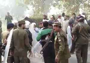Police Clash With Protesters in Lahore Following Blasphemy Ruling [Video]