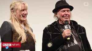 Neil Young Confirms Marriage To Daryl Hannah [Video]