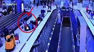 Couple steal US tourist's designer suitcases from Bangkok airport baggage carousel [Video]