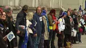 Human chain delivers EU citizens' rights letter to Number 10 [Video]