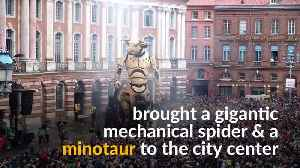 Giant mechanical creatures delight spectators in central Toulouse [Video]