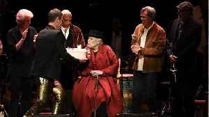 Joni Mitchell Makes Appearance At Tribute Birthday Concert [Video]