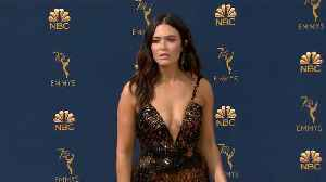 Emmys 2018 Red Carpet Looks: Mandy Moore, Milo Ventimiglia, Emilia Clarke, Kristen Bell and More [Video]