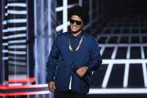 Bruno Mars Donating Thousands of Thanksgiving Meals in Hawaii [Video]