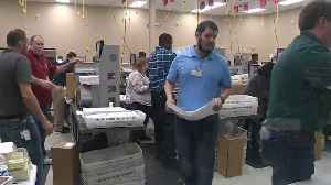 Time-lapse: Machines recount votes in Florida [Video]