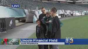 Eagles Fans Kick Off Holidays With Photo At The Linc [Video]