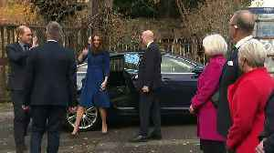 Duke and Duchess of Cambridge cook at Centrepoint [Video]