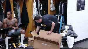 Steelers Players Clean Out Le'Veon Bell's Locker [Video]