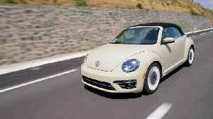2019 Volkswagen Beetle Final Edition Driving on the Highway [Video]