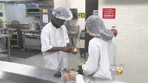North Texas High School Students Cooking Up Compassion [Video]