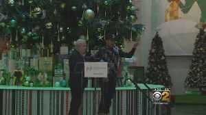 Christmas Tree Lighting At The Museum Of Science And Industry [Video]