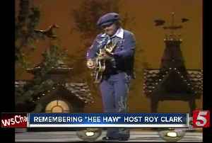 Roy Clark, Country star and 'Hee Haw' host, dies at 85 [Video]