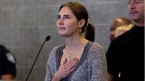 Amanda Knox Says 'Yes' After Alien-Like Proposal