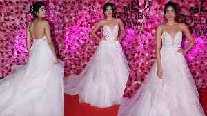 Jhanvi Kapoor looks sassy in White Gown at Lux Golden Rose Awards | FilmiBeat [Video]