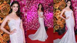 Alia Bhatt dazzles in White glittering Gown at Lux Golden Rose Awards | Boldsky [Video]