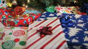 Don't Be a Cheapskate! Here's How to Holiday Tip the Right Way [Video]