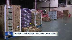 Cleveland business gives 5,000 pounds of 'Perfectly Imperfect' produce for Thanksgiving [Video]