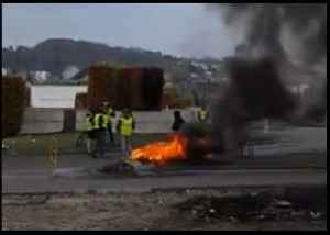 Fires Seen at Le Havre Roundabout as #GiletsJaunes Blockades Continue [Video]