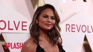 Chrissy Teigen hates her feet [Video]