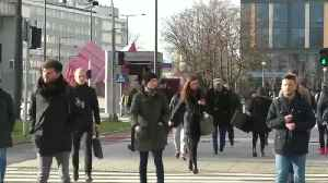 Pollution reducing pavement fights smog in Warsaw [Video]