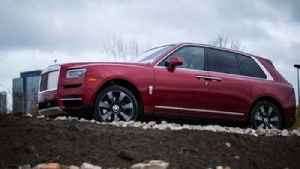 Rolls-Royce Cullinan SUV takes on Chicago [Video]