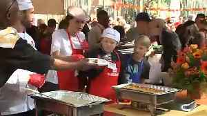 Celebrities serve Thanksgiving dinner to homeless people in LA [Video]