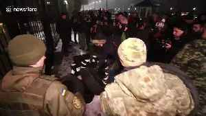 Protestors hurl flares, set tires on fire outside Russia embassy in Kiev [Video]